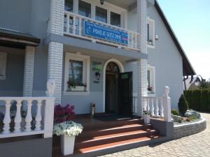 dom_weselny_siodme_niebo_czerwińsk_budynek_pokoje_sala_kameralna_wejście_recepcja