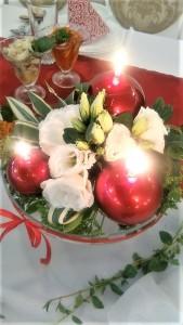 dekoracja_stołu_młodych_świece_kwiaty_sala_weselna_wesele_siódme_niebo_czerwińsk_mazowieckie